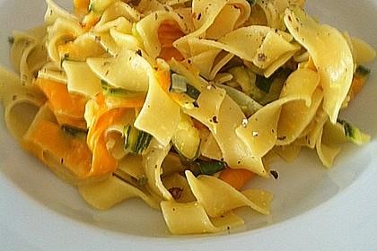 Nudeln mit Zucchini und Möhren und Frischkäse 1