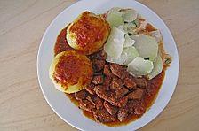Ungarisches Gulasch mit frischer Paprika und Tomaten