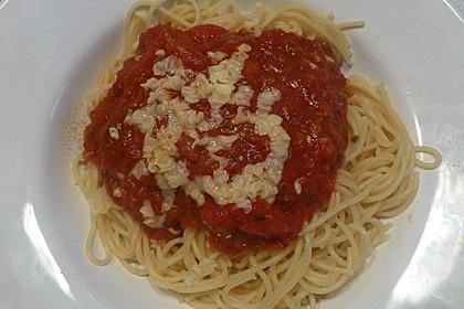 Pasta mit scharfer Tomatensoße 9