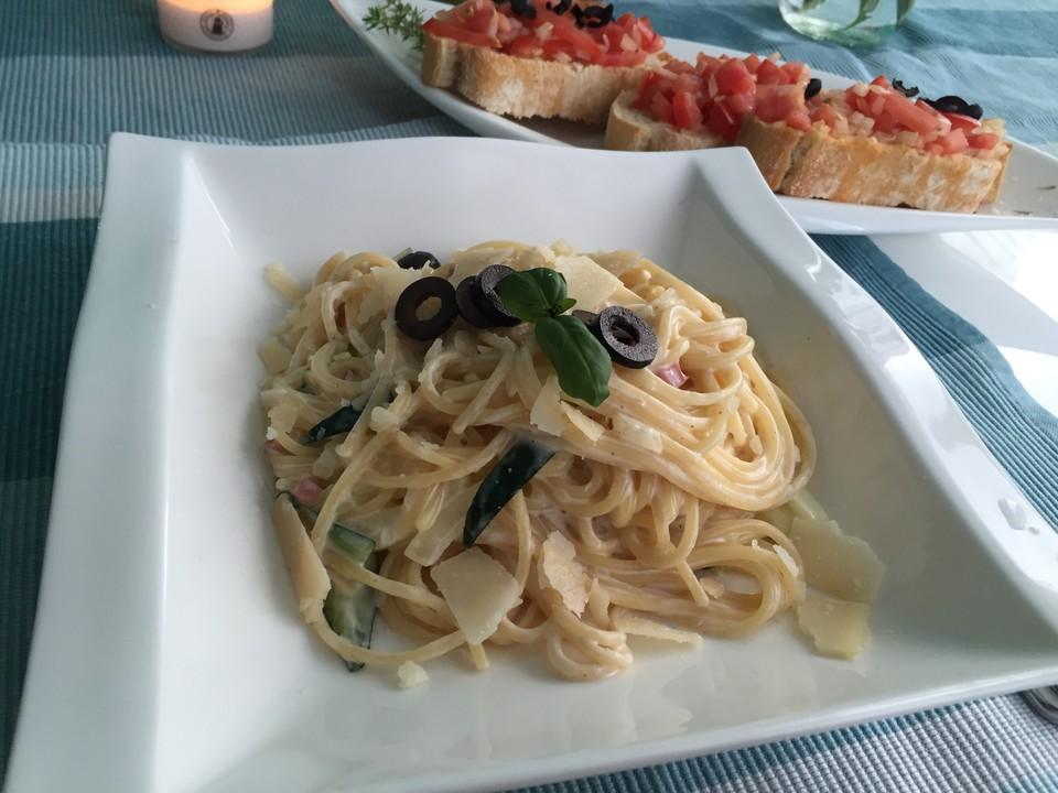 spaghetti mit zucchini carbonara von kaya1307. Black Bedroom Furniture Sets. Home Design Ideas