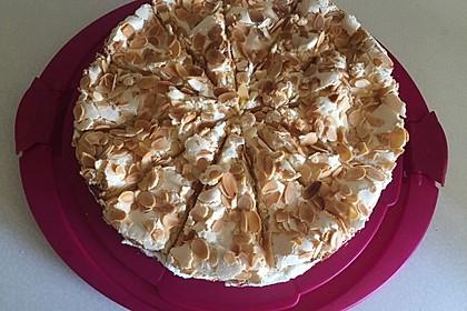 Baiser - Torte mit Himbeer - oder Brombeercreme 4
