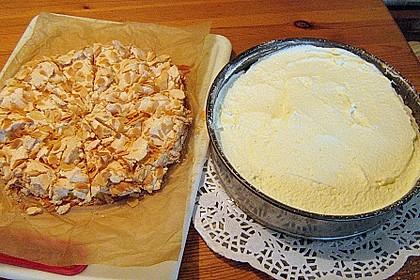 Baiser - Torte mit Himbeer - oder Brombeercreme 37