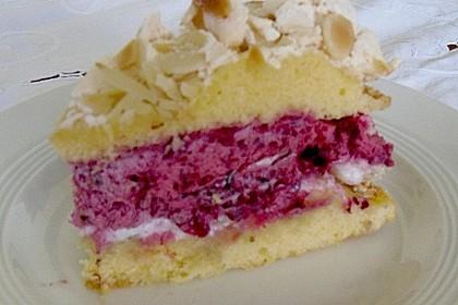 Baiser - Torte mit Himbeer - oder Brombeercreme 30