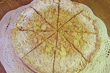 Baiser - Torte mit Himbeer - oder Brombeercreme 12