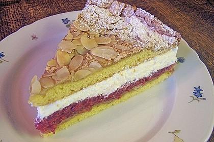 Baiser - Torte mit Himbeer - oder Brombeercreme 6