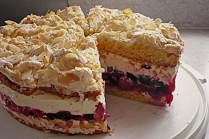 Baiser - Torte mit Himbeer - oder Brombeercreme 2