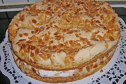 Baiser - Torte mit Himbeer - oder Brombeercreme 23