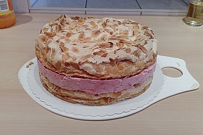Baiser - Torte mit Himbeer - oder Brombeercreme 36