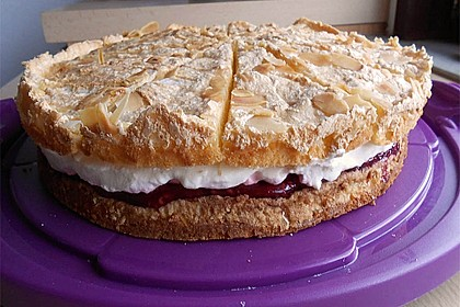 Baiser - Torte mit Himbeer - oder Brombeercreme 22