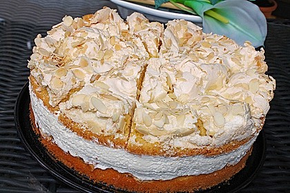 Baiser - Torte mit Himbeer - oder Brombeercreme 3