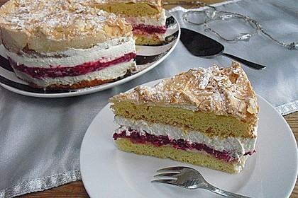 Baiser - Torte mit Himbeer - oder Brombeercreme 5