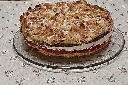 Baiser - Torte mit Himbeer - oder Brombeercreme 7