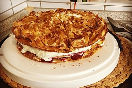 Baiser - Torte mit Himbeer - oder Brombeercreme 32