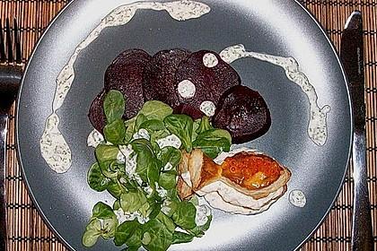 Millefeuille von der Forelle mit Roter Bete und Kressesalat