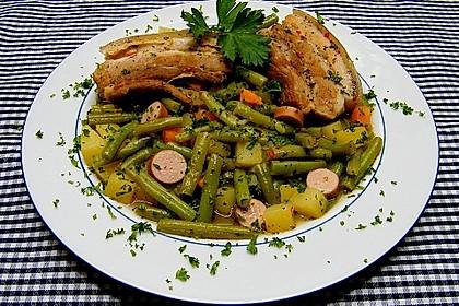 Bohneneintopf mit Schweinebauch und Würstchen