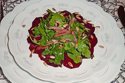Dekoratives Rote Bete Carpaccio