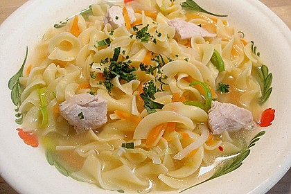 Schnelle Nudelsuppe