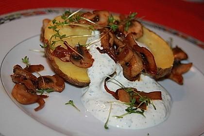 Baked Potato mit  Sour Cream und  Champignons