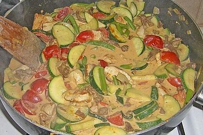 Puten - Zucchini - Pfanne mit Pfifferlingen