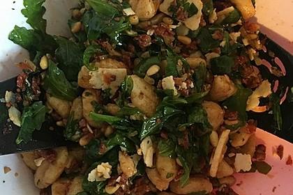 Gnocchi-Salat mit Pinienkernen und getrockneten Tomaten 10