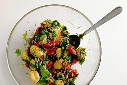 Gnocchi-Salat mit Pinienkernen und getrockneten Tomaten 14