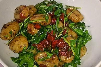 Gnocchi-Salat mit Pinienkernen und getrockneten Tomaten 2