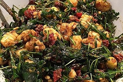 Gnocchi-Salat mit Pinienkernen und getrockneten Tomaten 9