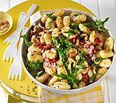 Gnocchi - Salat mit Pinienkernen und getrockneten Tomaten