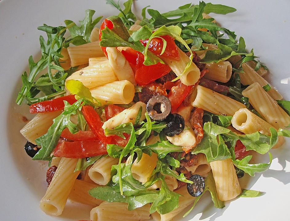 pasta mit rucola oliven und tomaten rezept mit bild. Black Bedroom Furniture Sets. Home Design Ideas