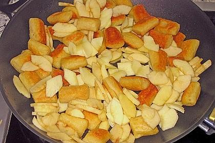 Süße Erdäpfelnudeln mit Äpfeln 10