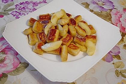 Süße Erdäpfelnudeln mit Äpfeln 7