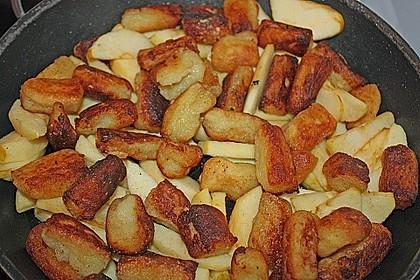 Süße Erdäpfelnudeln mit Äpfeln 3