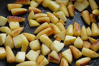 Süße Erdäpfelnudeln mit Äpfeln 8