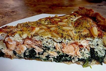 Quiche mit Lachs, Spinat und Pinienkernen