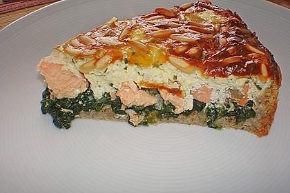 Quiche mit Lachs, Spinat und Pinienkernen 4