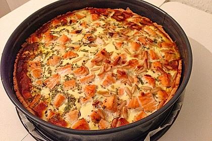 Quiche mit Lachs, Spinat und Pinienkernen 12