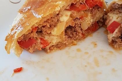 Hackfleisch-Paprika-Käse-Strudel 30