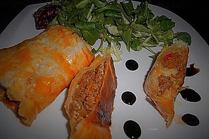 Hackfleisch-Paprika-Käse-Strudel 35