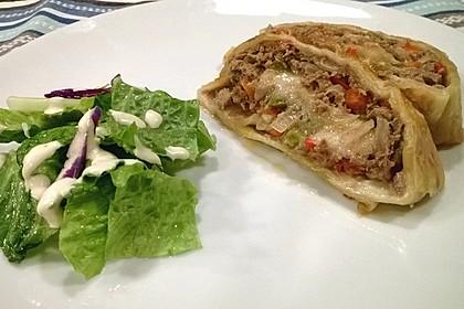 Hackfleisch-Paprika-Käse-Strudel 24
