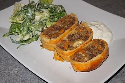 Hackfleisch-Paprika-Käse-Strudel 25