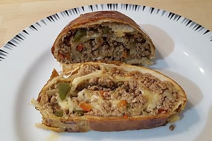 Hackfleisch-Paprika-Käse-Strudel 3
