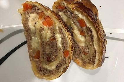 Hackfleisch-Paprika-Käse-Strudel 57
