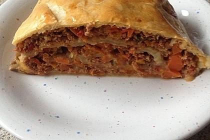 Hackfleisch-Paprika-Käse-Strudel 31