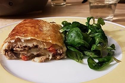 Hackfleisch-Paprika-Käse-Strudel 6