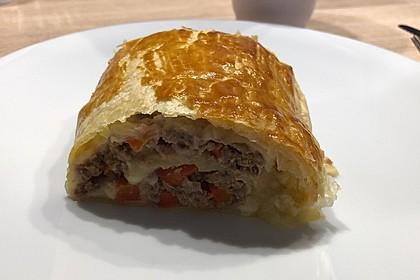 Hackfleisch-Paprika-Käse-Strudel 9