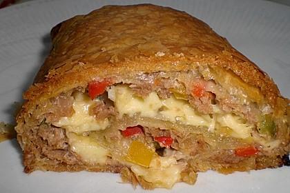 Hackfleisch-Paprika-Käse-Strudel 48