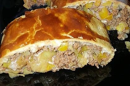 Hackfleisch-Paprika-Käse-Strudel 16