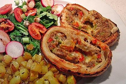 Hackfleisch-Paprika-Käse-Strudel 7