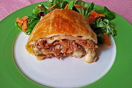 Hackfleisch-Paprika-Käse-Strudel 8