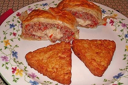 Hackfleisch-Paprika-Käse-Strudel 19